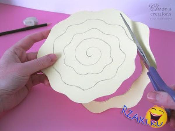 Как можно сделать из картона розу