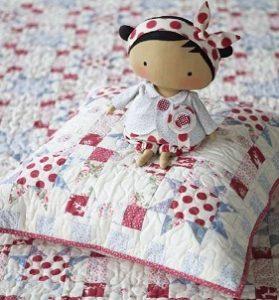 Тильда Малышка-интерьерно текстильная кукла.