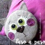 Подушка вязанная крючком — Кот