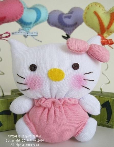 Кошечка Хелло Китти из старых носков