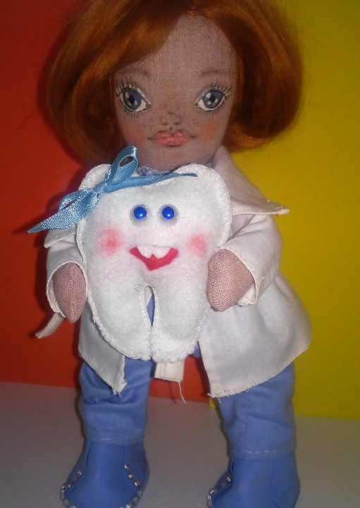 Текстильная кукла стоматолог